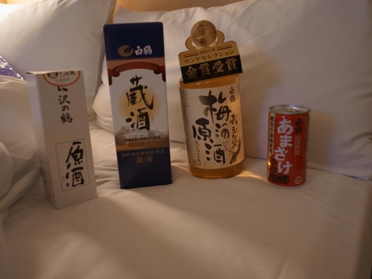灘區土產,另外還有一罐小易開罐的飲料水,是用酒粕製成的飲料,甜甜的也頗好喝 XD