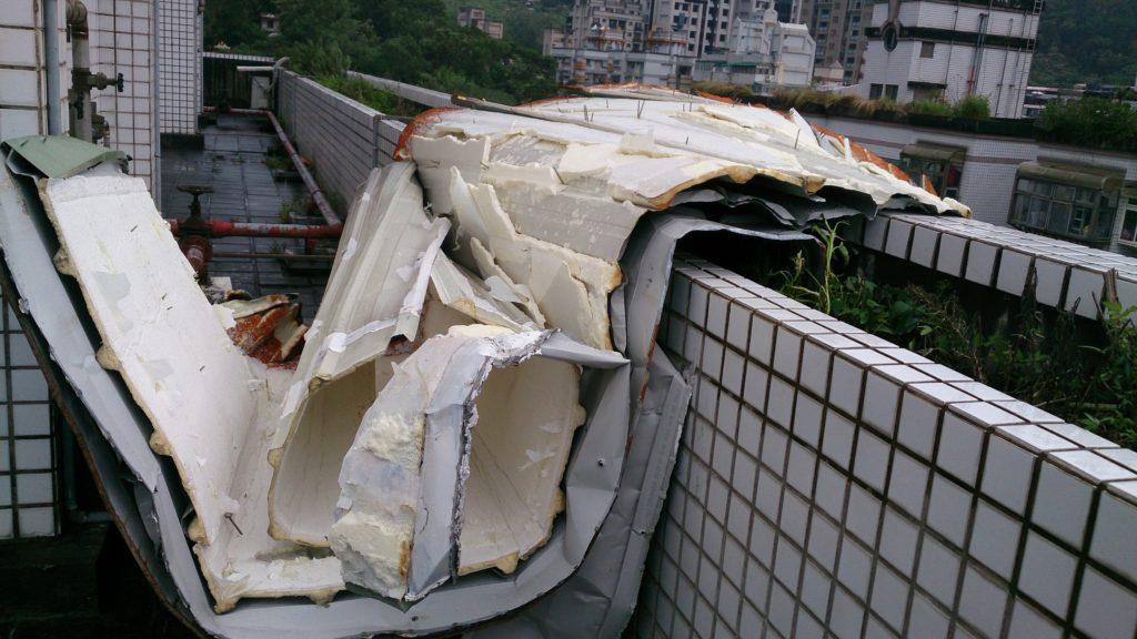 屋頂原來可以軟軟的捲在那裏