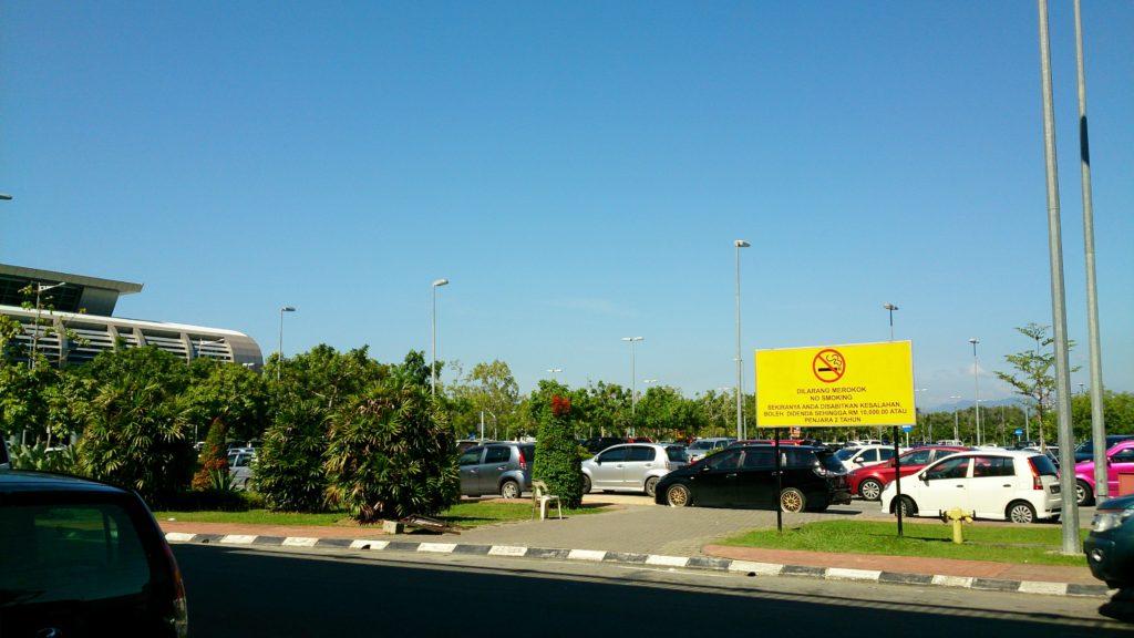 一出亞庇機場,有種到了高雄小港機場的錯覺......